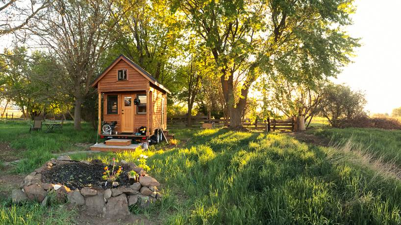 Tiny house simple lifestyle rowdykittens blog tiny for Minimalist living forum