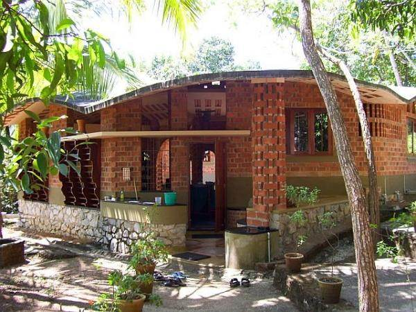 Laurie baker vernacular architecture in india natural for Construction habitat