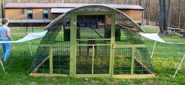 Critique my hoop coop design chickens forum at permies for Movable duck house