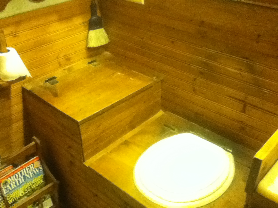 Anybody use a bucket toilet? (composting toilet forum at permies)