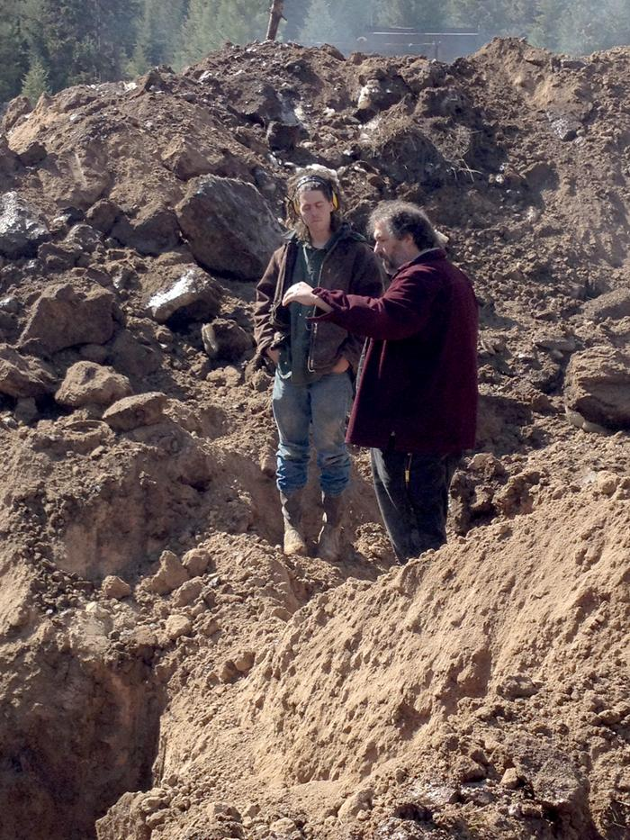paul wheaton earthworks instructing someone while standing on excavated earth
