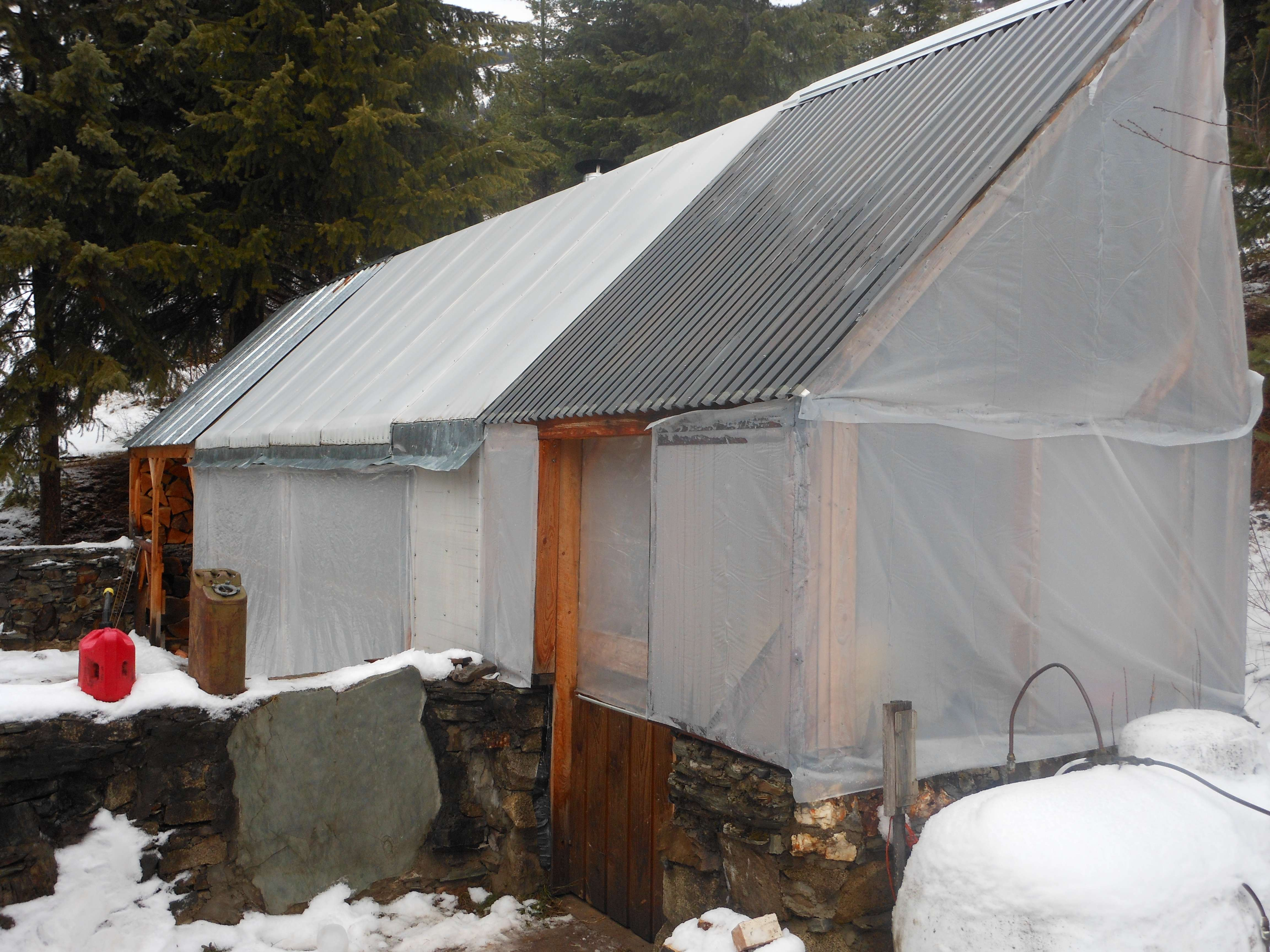 Polycarbonate or traditional film greenhouses forum at for Roof pitch snow load