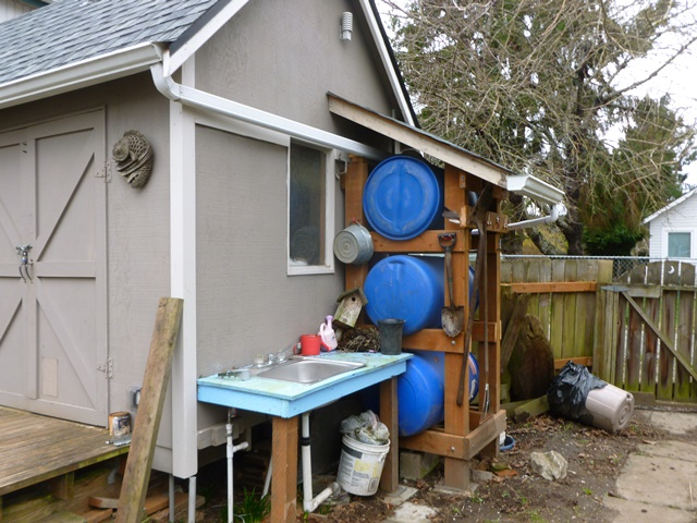 [Thumbnail for rain-barrel-with-sink.jpg]