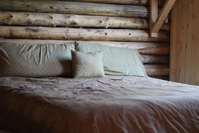 [Thumbnail for 150h-Cooper-cabin-Queen-bed.jpg]