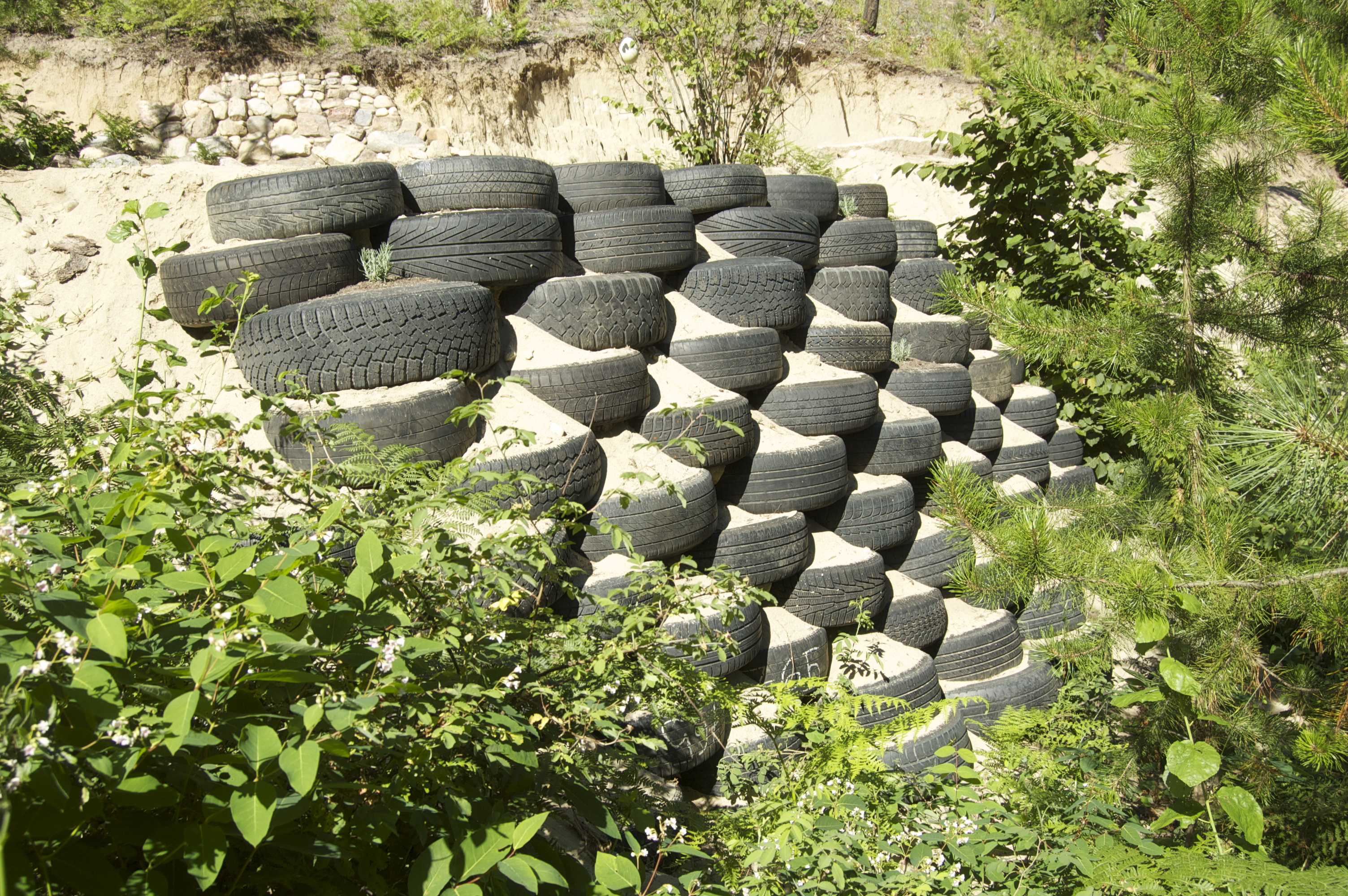 Building Tire Retaining Wall on Sand (earthship forum at permies)