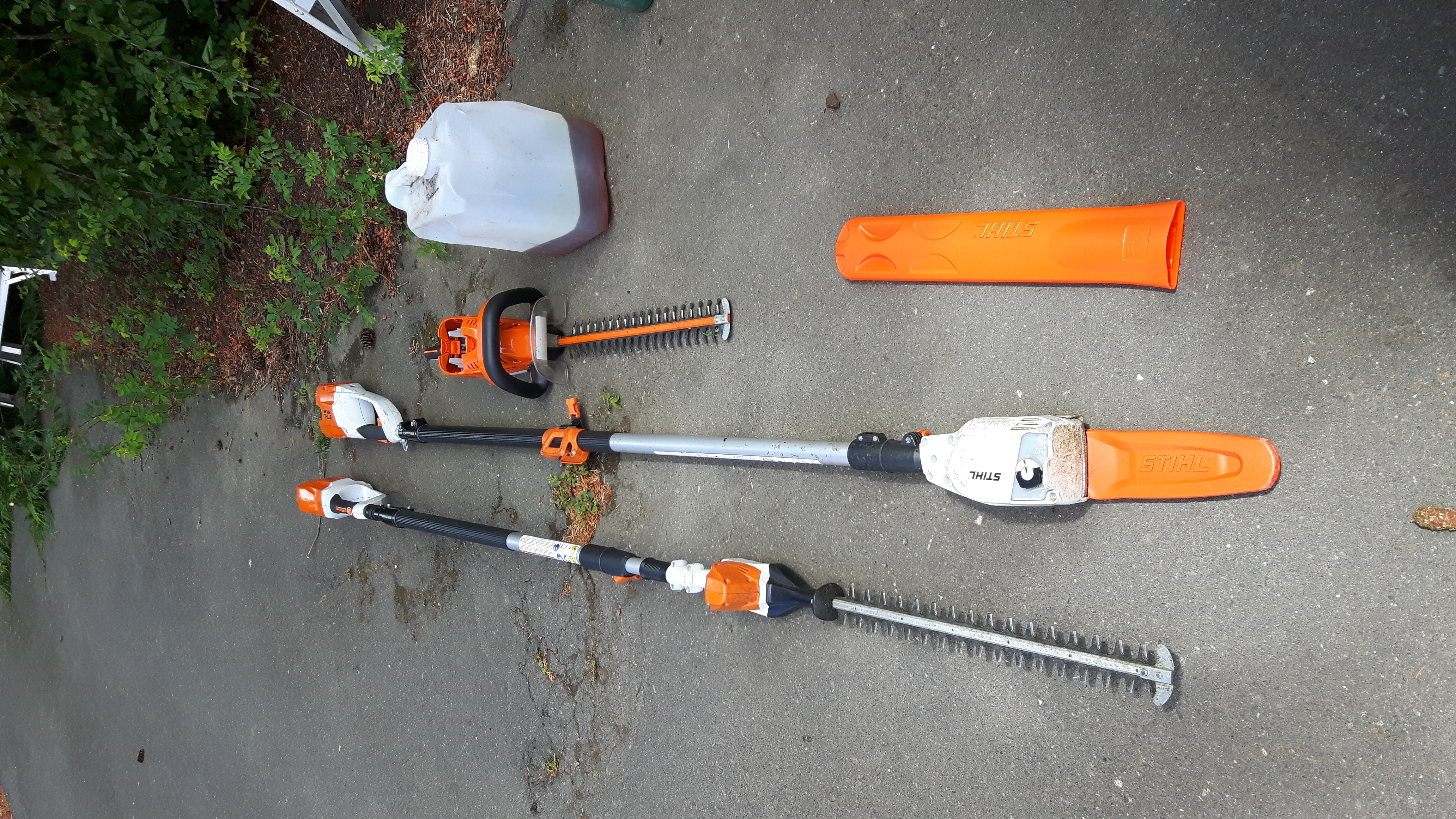 Cordless Hedge Cutter becomes Sickle Bar Mower attached to