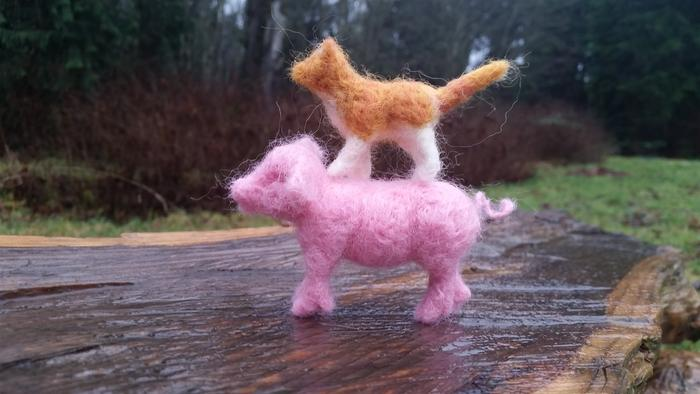 needle-felted dollhouse-sized pig and cat
