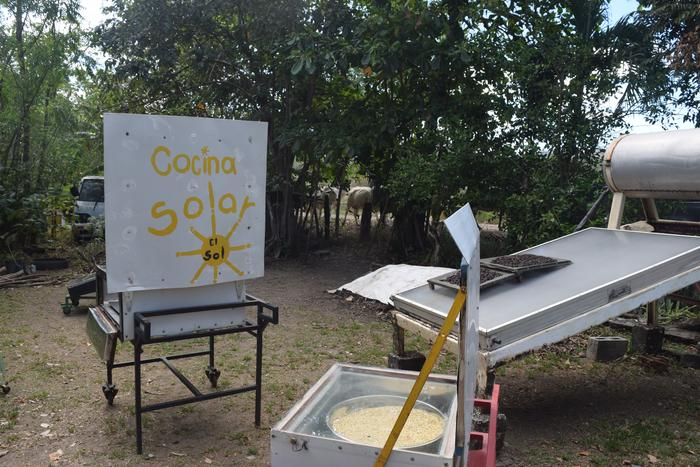 [Thumbnail for solarcooking.JPG]